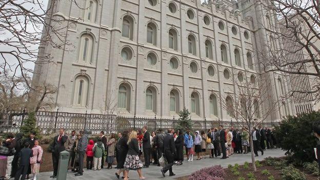 La iglesia mormona quitará los beneficios a los hijos de matrimonios gay   Radio Panamericana