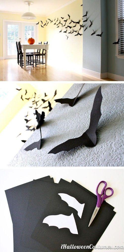 Murciélagos.  Sólo necesitas hojas de color negro, tijeras y cinta adhesiva. Pégalos por toda la fachada de tu casa o en las rejas.