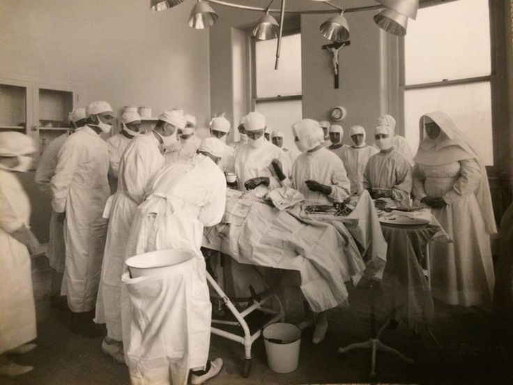 Quite the crowded OR back in 1918 at Misericordia (now Mercy Philadelphia) Hospital. #ThrowbackThursday #tbt