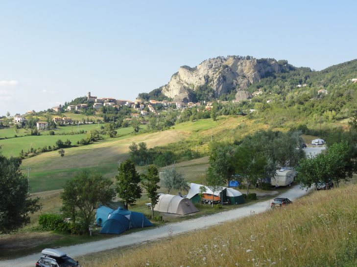 Camping Perticara - Novafeltria - 70 plaatsen 1436 km - zoover 8,4 - reistijd 14:07