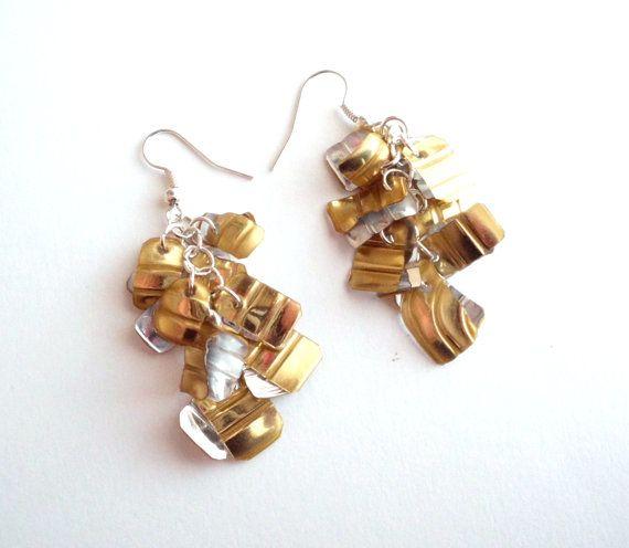 Upcycled boucles d'oreilles faits à la main en plastique recyclé, repurposed bijoux moderne eco amical longues boucles d'oreilles or