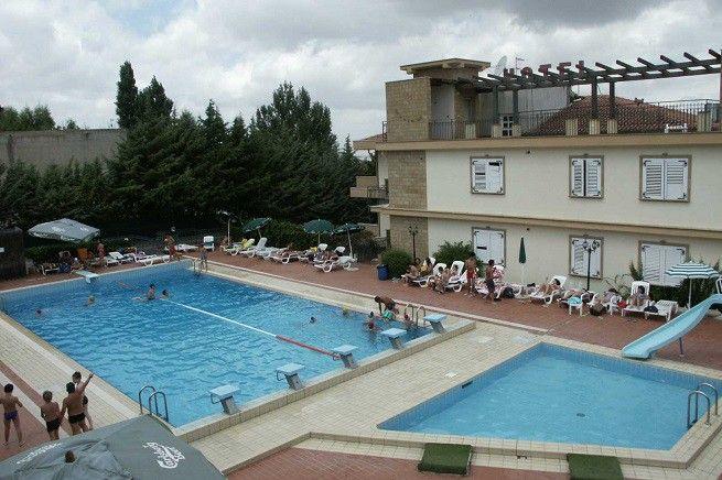 A Corleone immigrati nigeriani richiedenti asilo hanno rifiutato alloggio in ex hotel 3 stelle. Il Consap insorge