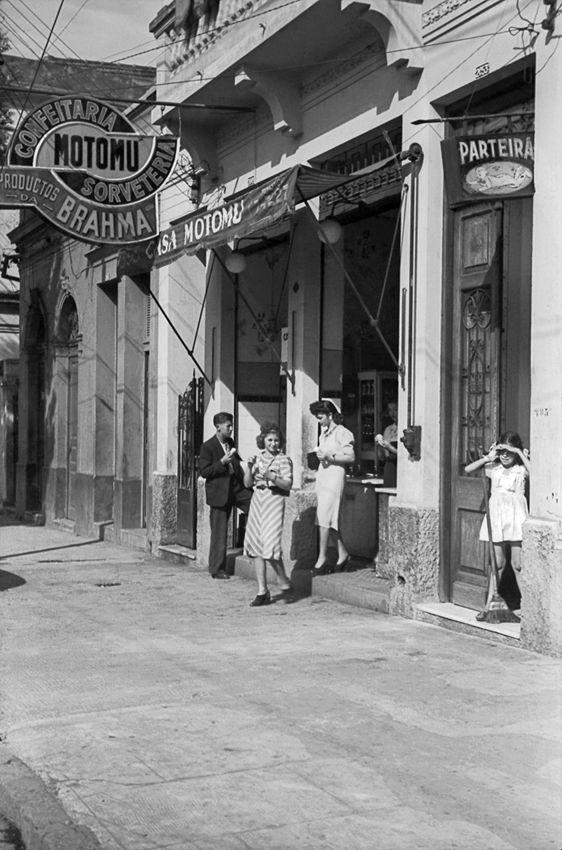 Confeitaria no bairro da Liberdade, São Paulo – década de 40.