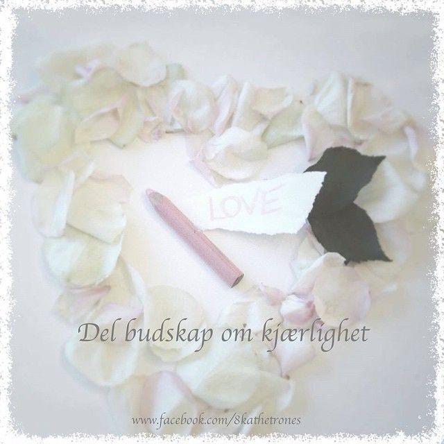 """Share messages of love ✨#healing #love #light #lys #kjærlighet #blomster #blomstererhealing #flowers #flowersarehealing"""