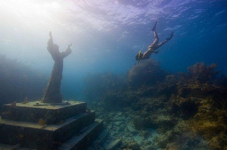 Le christ des Abysses, baie de San Fruttuoso de Camogli. Possibilité plongée ??