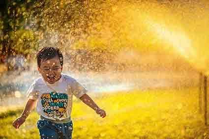 Okul öncesi dönemde, çocuğun en temel ve vazgeçilmez uğraşı oyundur. Çocuklar oyu...