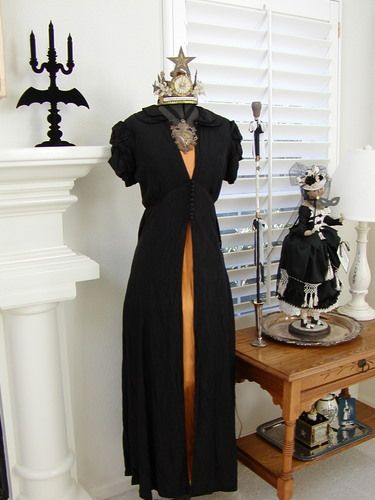 elegant Halloween decor!