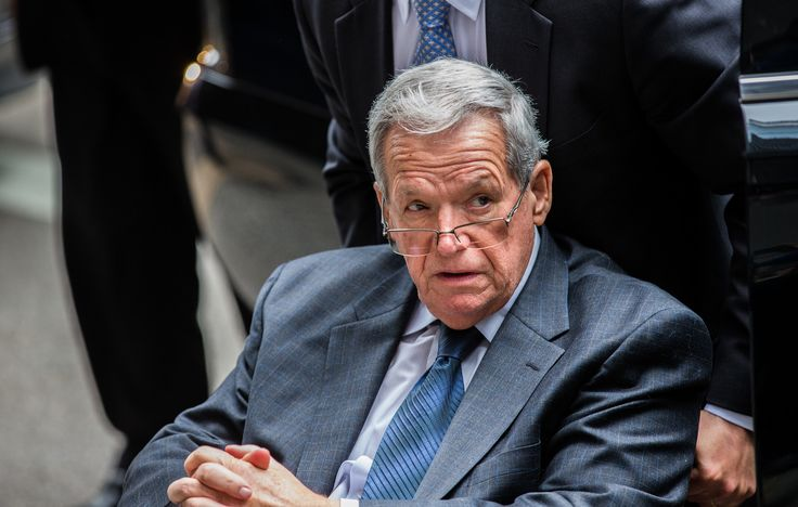 New accuser sues Dennis Hastert, alleging sexual abuse - Chicago Tribune