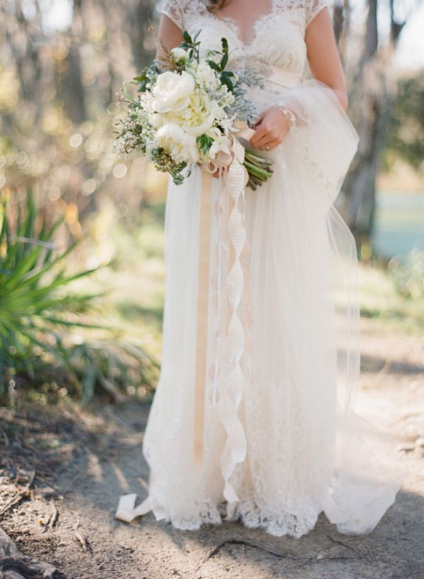i adore this dress and bouquet