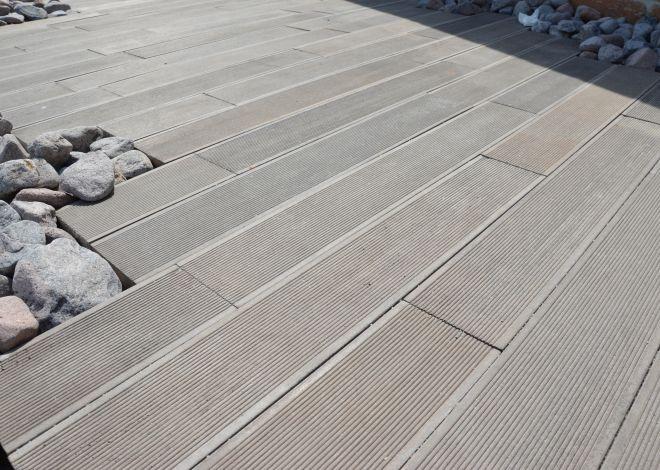 Dlažební desky TOGO imitují exotické dřevo drážkového prkna.