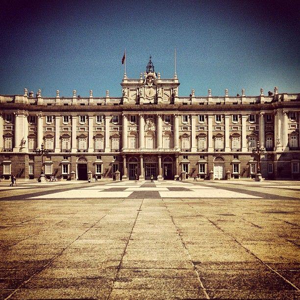 Palacio Real de Madrid. Felipe II estableció en él su residencia principal y la del Gobierno. Felipe II ocupaba el ala oeste para disfrutar del río Manzanares y la pequeña Casa de Campo.
