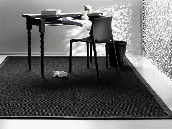 Slitstarka och snygga mattor under matbord eller arbetsplats definierar rummet.  Denna heter Zambesi och är gjord av 100% naturlig Sisalfiber (Sicoma) Superkvalitet med latexundersida så att den inte glider iväg. Måttanpassad till varje unikt projekt offentligt eller privat. Kontakta någon av inredarna på Ink inredning och kök, Kristianstad så hjälper de dig