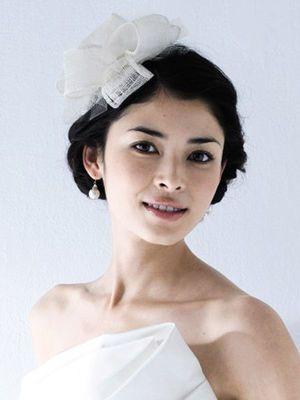 厳選画像!ドレスの雰囲気別掲載。花嫁のヘアスタイル【ウェディングドレス編】 - NAVER まとめ