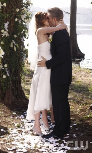 Peyton & Lucas - One Tree Hill  Tree Hill Weddings are the best