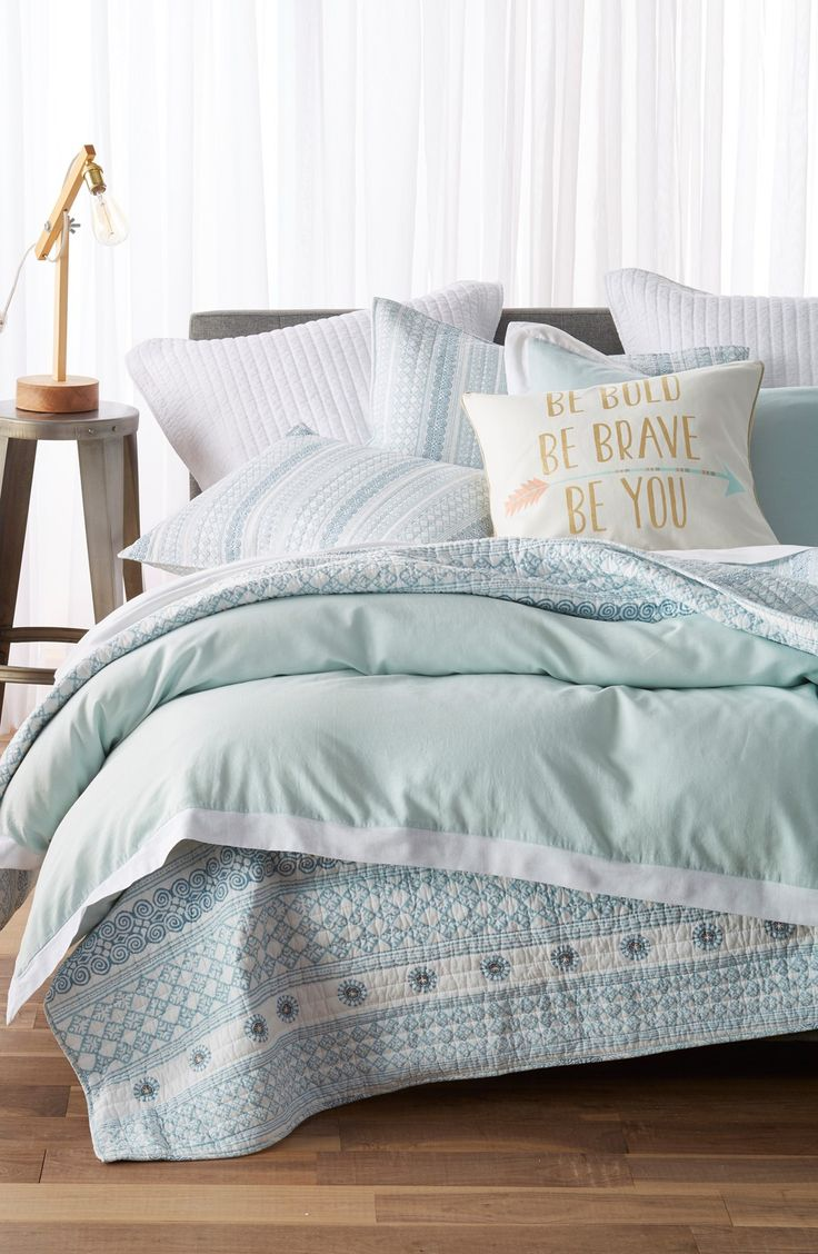 Adoring this cozy bedroom set with cool blues and chic patterns.