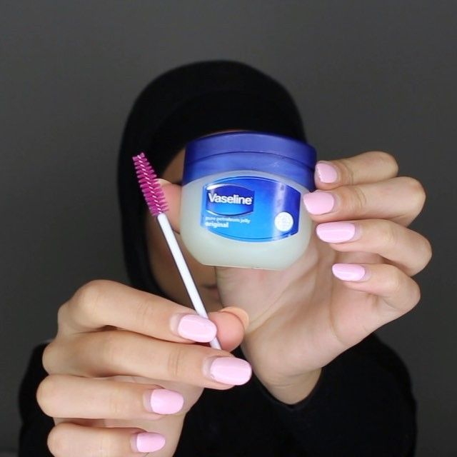 I don't know about you guys but I honestly never have the time to mix and make my own lip scrub!! But I do feel like I need to be exfoliating my lips in this cold ass weather so I use a mascara wand and Vaseline instead