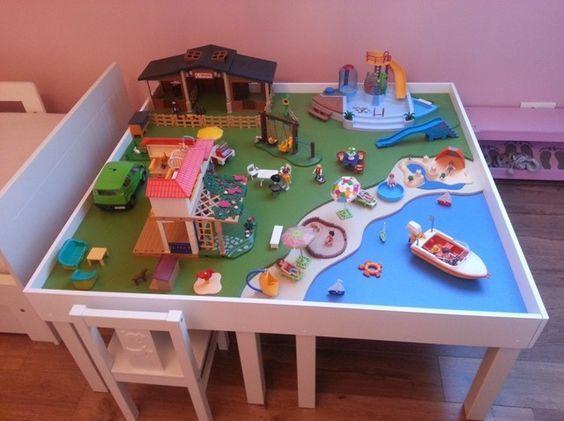 Une table de jeu playmobil avec lack tables playmobil - Table de jeu playmobil ...