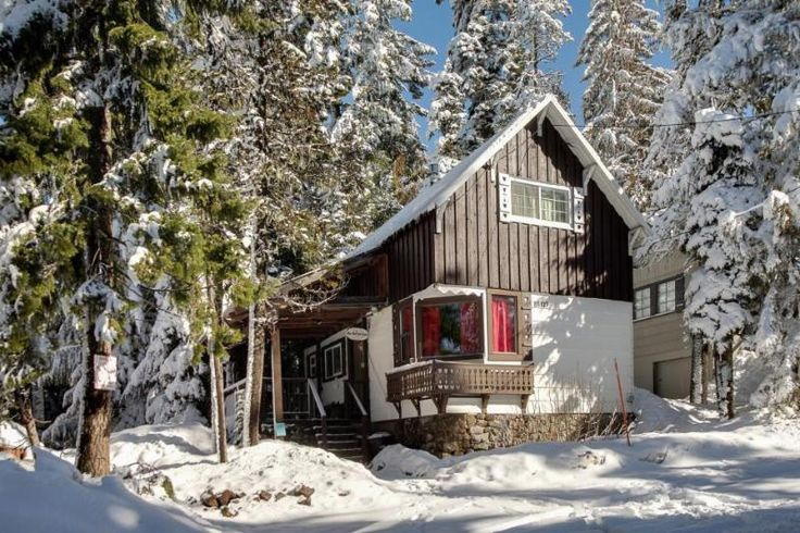 3-bedroom ski getaway with private hot tub! in Government Camp