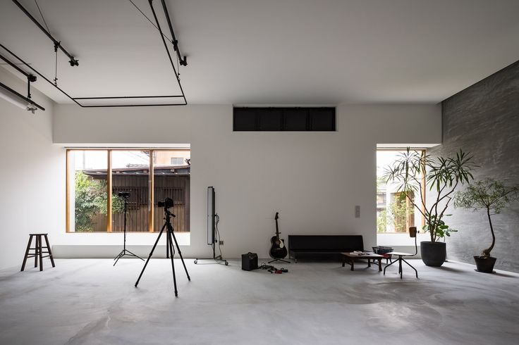 Located on a countryside road, and opposite the entrance to the village shrine, the 170-square-metre building is arranged as a series of spaces framed by its stacked-box formation. The ground floor is dominated by a large atelier, which doubles as a living space.