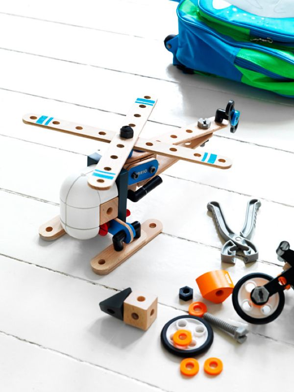 Rafa-kids : Brio Toys | simple and smart design | we love smart toy design at groovygap.com | #buildingtoys #smarttoy #woodentoyset