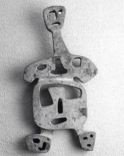 Mujer de cinco caras por Mathias Goeritz, cantera, 1950  Foto: Michel Zabé -  Woman of Five Faces by Mathias Goeritz, cantera stone, 1950