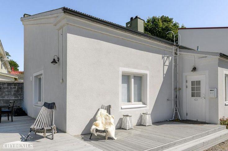 Villa WeeCee sai kauniin valkean rappauksen