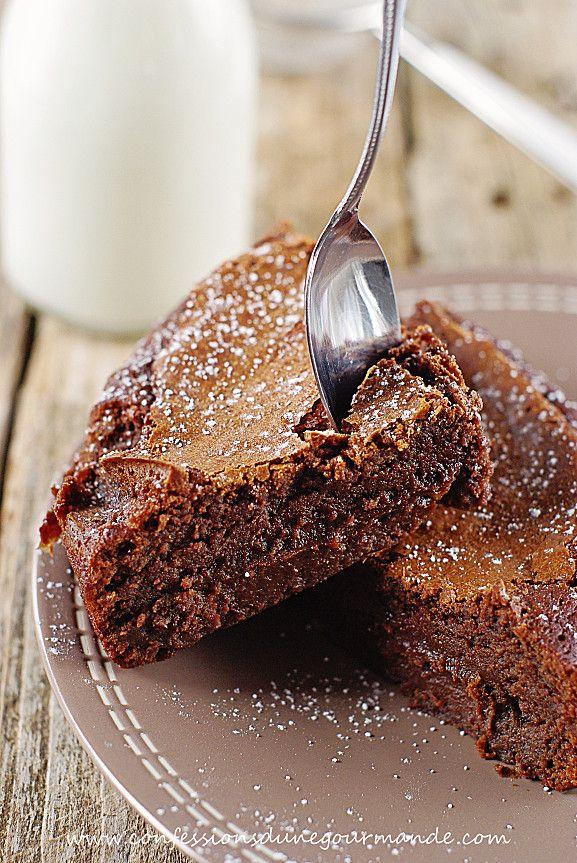Fondant au chocolat - Je viens de le préparer, et ... rien que cette odeur de chocolat chaud aiguise mes papilles ! Il est magnifique ! J'attends de le goûter plus tard. Recette très simple et rapide que je vous recommande, parole de choco-gourmande !