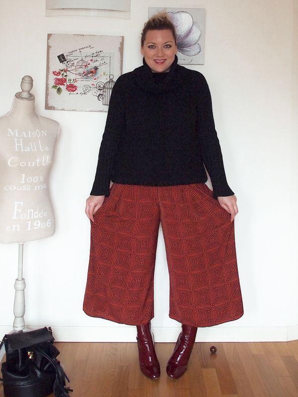 Pantaloni culotte anche per le ragazze curvy? Certo che sì! Ecco la mia proposta taglia 46 abbinati con stivaletti in vernice rossa.