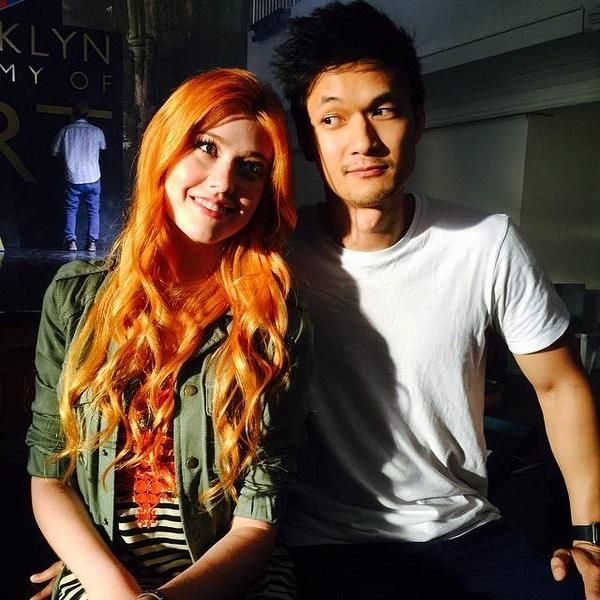 magnus and clary on set for shadowhunters tv show