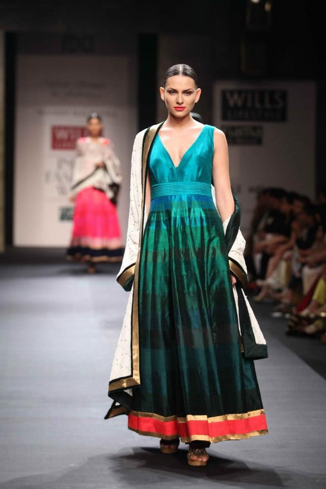 Wills Lifestyle Fashion Week Spring/Summer 2013: Manish Malhotra