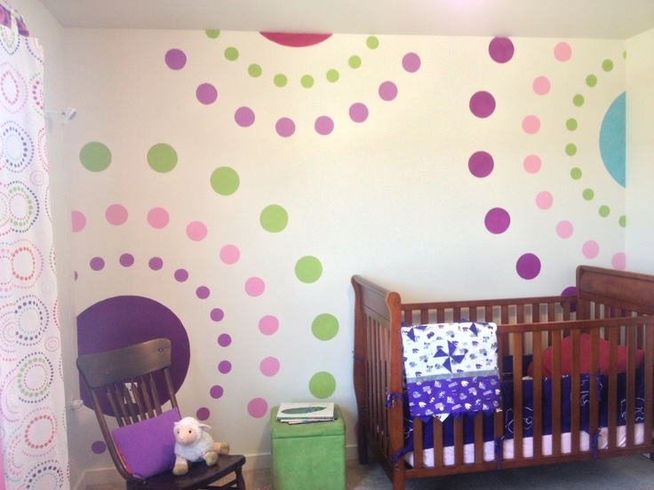 Polka dot wall mural with stencil super easy just add for Girls bedroom paint ideas polka dots