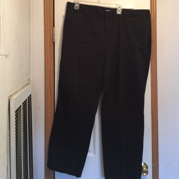 Dockers Woman Navy Trousers size 22W Dockers Woman Navy Trousers size 22W. These are in great shape with front and back pockets. Perfect for work. Dockers Pants Trousers