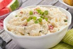 Τέλειο πρωινό, ιδανικό μεσημεριανό ή βραδινό αν τη συνοδέψετε με πράσινη σαλάτα, αυτή η φριτάτα αρέσει σε όλους. Πιστέψτε με! Υλικά (για 4 μερίδες) 2 κουταλιές της σούπας ελαιόλαδο 12 φρέσκα κρεμμύδια κομμένα...