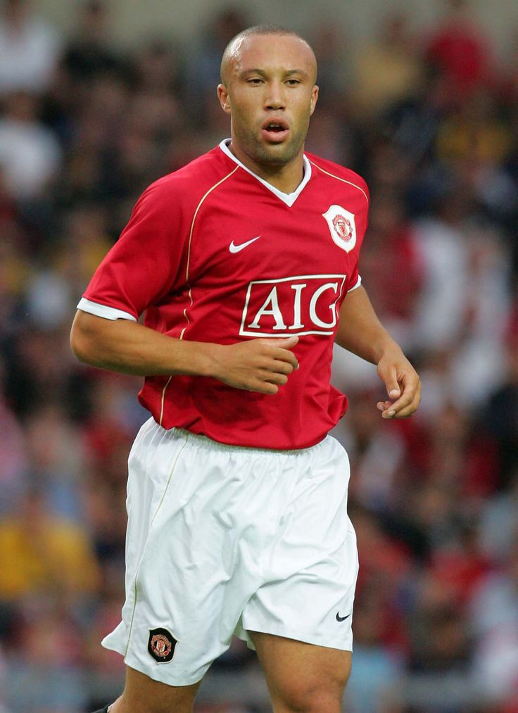 Mikael Silvestre selects United hard-man in our With and Against feature - Official Manchester United Website