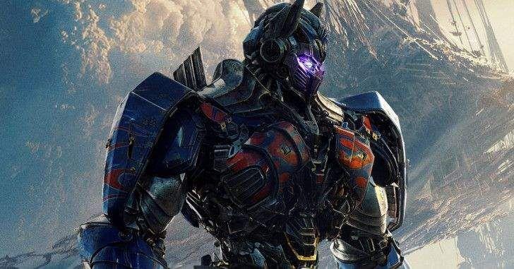 Com o novo filme dos robozões de Transformers chegando em breve, a Paramount liberou um novo vídeo para dar uma atiçada nos fãs. No vídeo em questão, o célebre ator Anthony Hopkins, que interpretará Sir Edmund Burton no filme, sugere uma origem secreta dos robôs. O teaser tem um pouco de sentido se levarmos em …