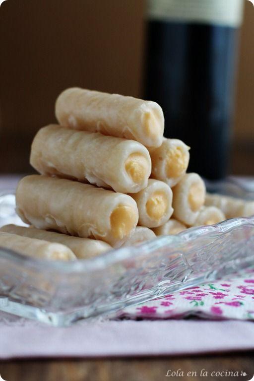 huesos de santos (el día de Todos los Santos). The literal translation of this dessert's name is Holy Man's Bones. Typically eaten on All Saints' festivity.