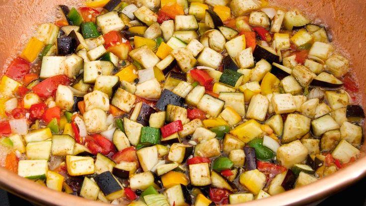 När trädgårdslandet flödar över av grönsaker kan du göra en chutney av allt det goda. Variera gärna ingredienserna efter vad du har.