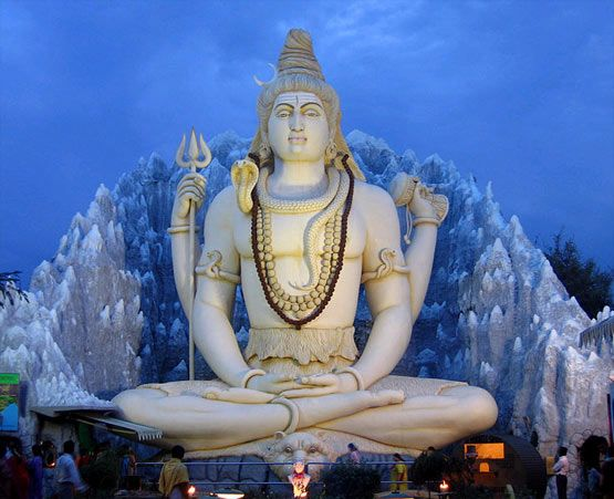 The Shiva Statue in Bangalore is 65 feet high and is located on the Airport Road just behind Kemp Fort. The statue depicts Lord Shiva who is seated in Padmashan or Lotus position. This is the largest Shiva statue in India. The background has been made to look as if it is Mountain Kailash with River Ganga flowing from the entangled rocks.