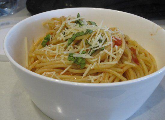 Delilicious: Jamie Oliver's Classic Tomato Spaghetti