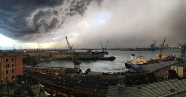 Genova, temporale estivo: nuvole da tempesta | Foto Liguria | Fotogallery | Multimedia | Il Secolo XIX