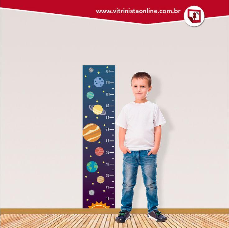 """Nossa """"régua de crescimento infantil PLANETAS"""" fica linda no quarto do seu filho, filha, afilhada, sobrinho... Você pode aplicar o adesivo na parede, no espelho ou no vidro!"""