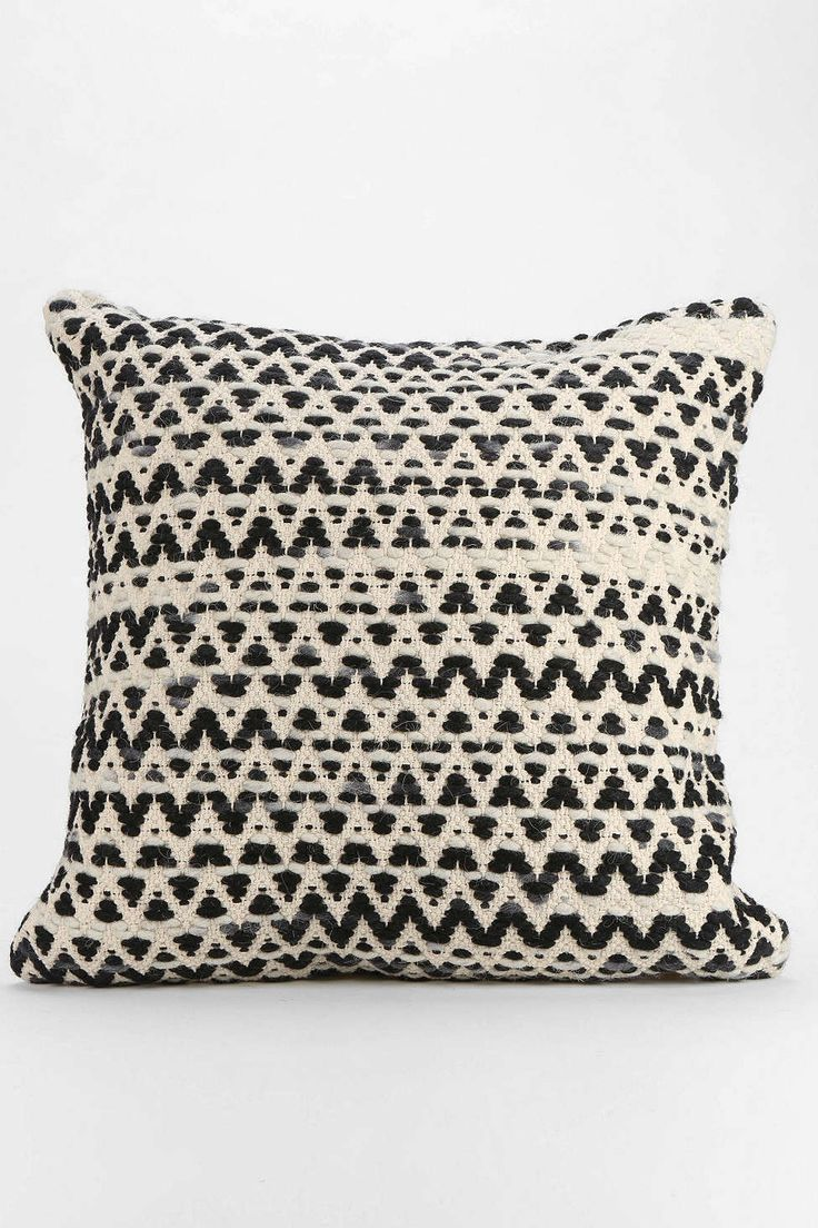 82 best images about PILLOWS FOR BEDS on Pinterest Embroidered pillows, Lumbar pillow and Blue ...