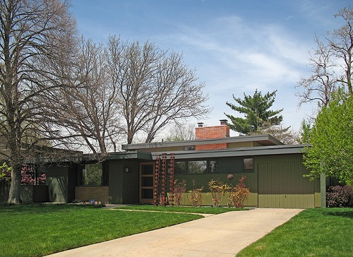 1955 Peterson House in Arapahoe Acres — Englewood, Colorado. Photo by Tom Lundin, The Denver Eye.Denver Eye, Beach House, Grey Trim, Exterior Design, Charcoal Grey, Arapaho Acre, Century Modern, 1955 Peterson, Century Exterior