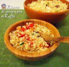 L'insalata di quinoa con verdure e origano può essere servita come piatto unico perché è molto nutriente e priva di glutine, oppure come contorno.