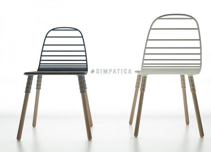 ... legno, creando in un flusso sinuoso una sedia adatta a tutti i tipi di