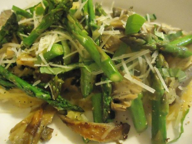 This Spring Mushroom and Asparagus Ragout with Spaghetti Squash is a ...