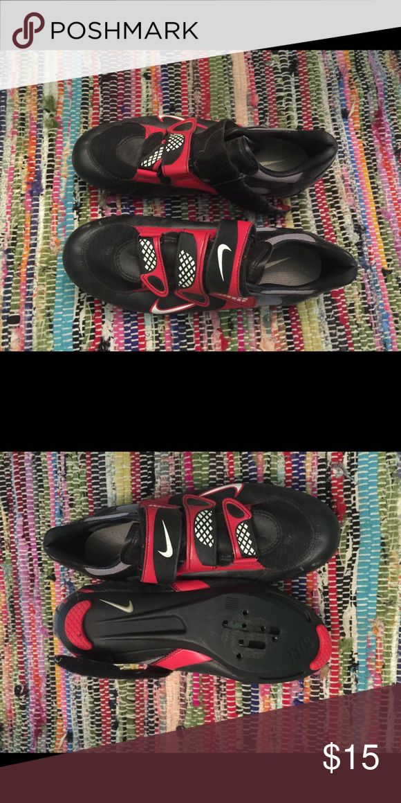Nike clip on cycling shoes size 8.5 Nike cycling shoes size 8.5, missing one of the clips Nike Shoes Athletic Shoes