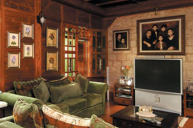Ruang Keluarga Lebih Berkelas dengan Benda Seni