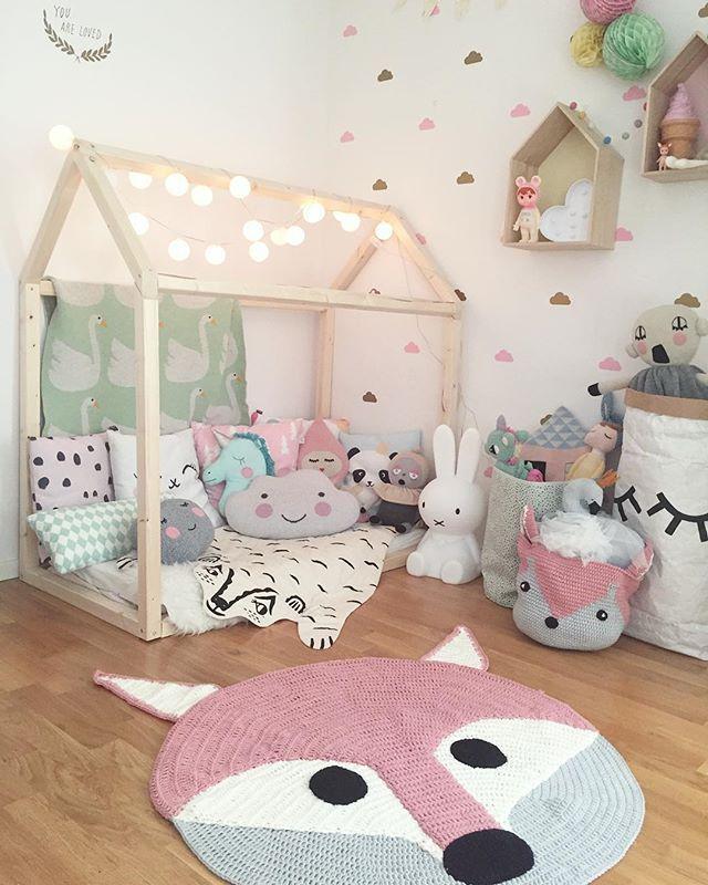 Crocheted fox rug and matching storage bag from @mooi_baby in Alvas room 🐺🐺🐺 Tap for other details ✨ #barnrum #barnrumsinspo #kidsroom #kidsinspo #kidsdecors #kidsinterior #barnerom #mittbarnerom #myhomebarnrum #familylivingfint #mooibaby #lillaja #housebed #fermliving #tellkiddo #luckyboysunday #spearmintbaby #roxymarj #urbanwalls #miniboheme #vanessabyrne