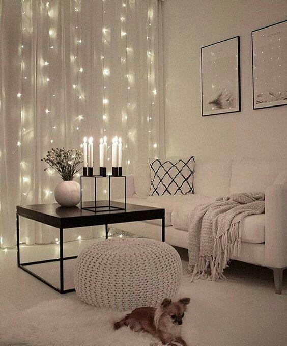 So schön dekorierst Du Dein Wohnzimmer mit Lichterketten.